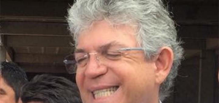 Ricardo Coutinho com os dentes de fora