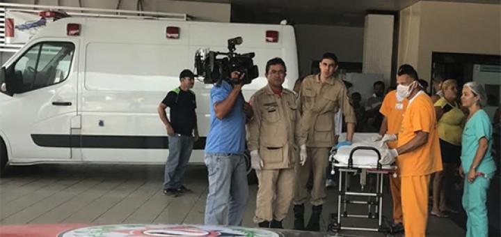 Sargento baleado por bandidos é levado pro Trauma 9mar2017