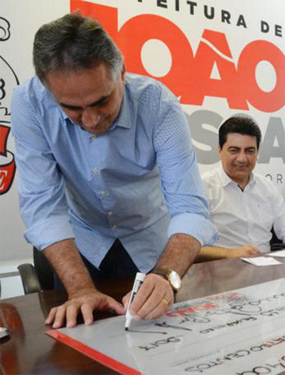 Luciano Cartaxo entrega cheques a microempreendedores 3abr2017