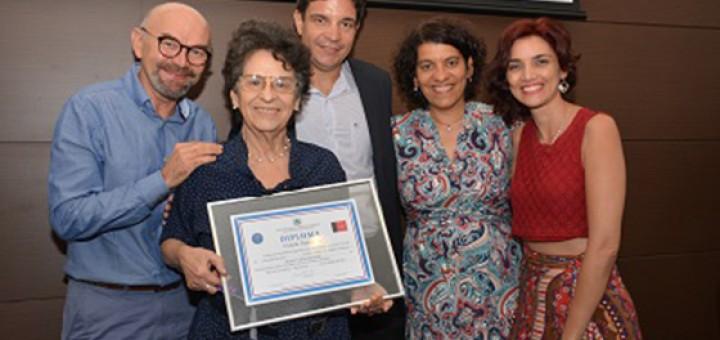 Maria Valéria recebe cidadania