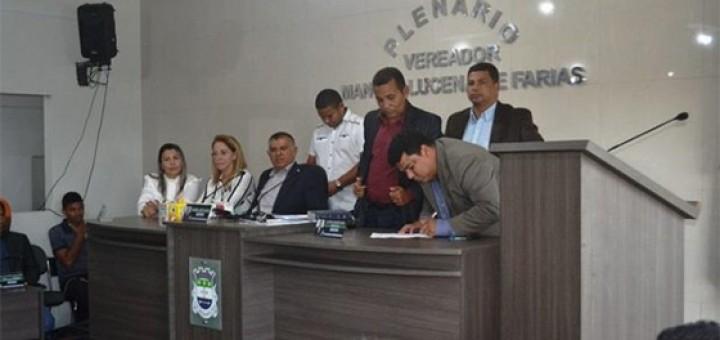 Prefeito Ledo Salvino toma posse em Alhandra