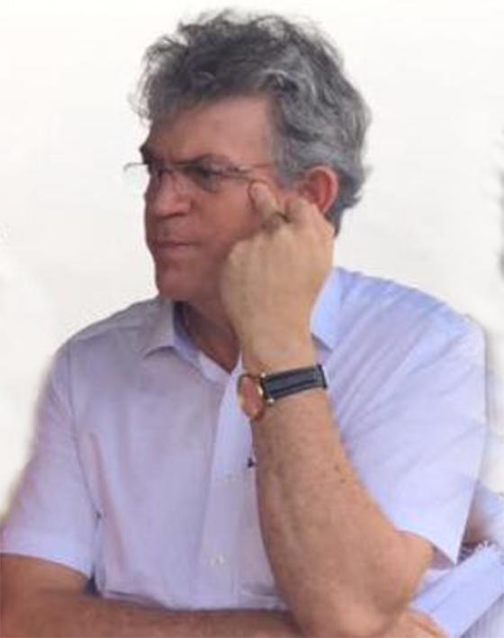 Ricardo-Coutinho-dando-o-dedo-2